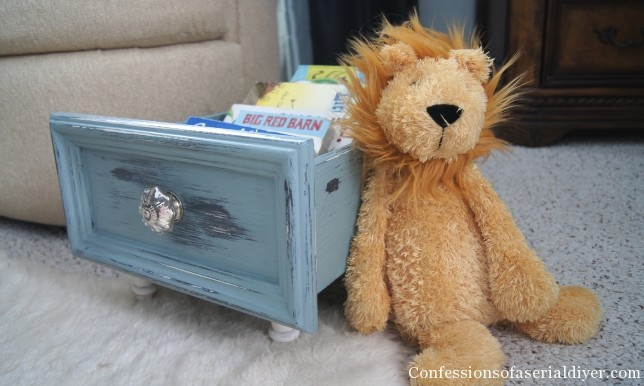 Use an old drawer as a mini bookcase