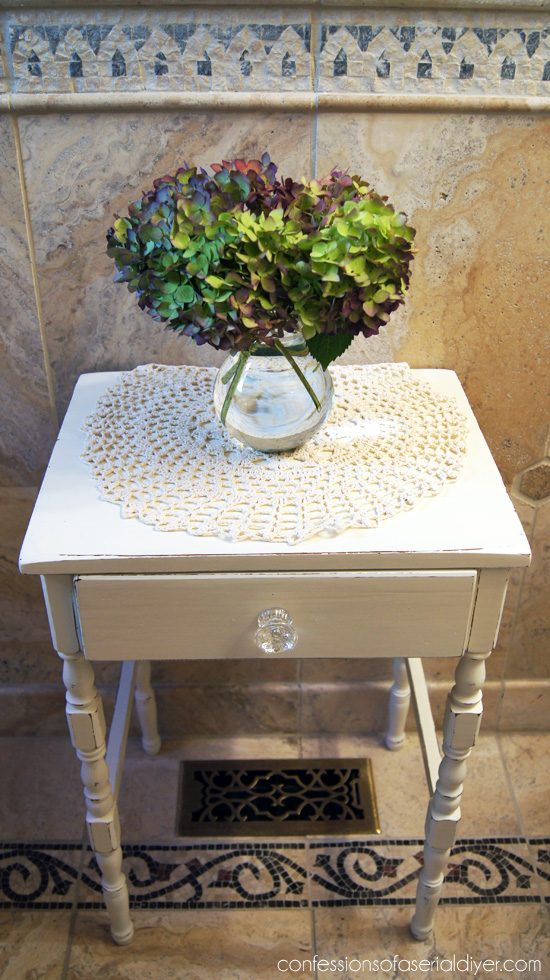 Sweet little table redo using DIY chalk paint in Behr's Cottage White