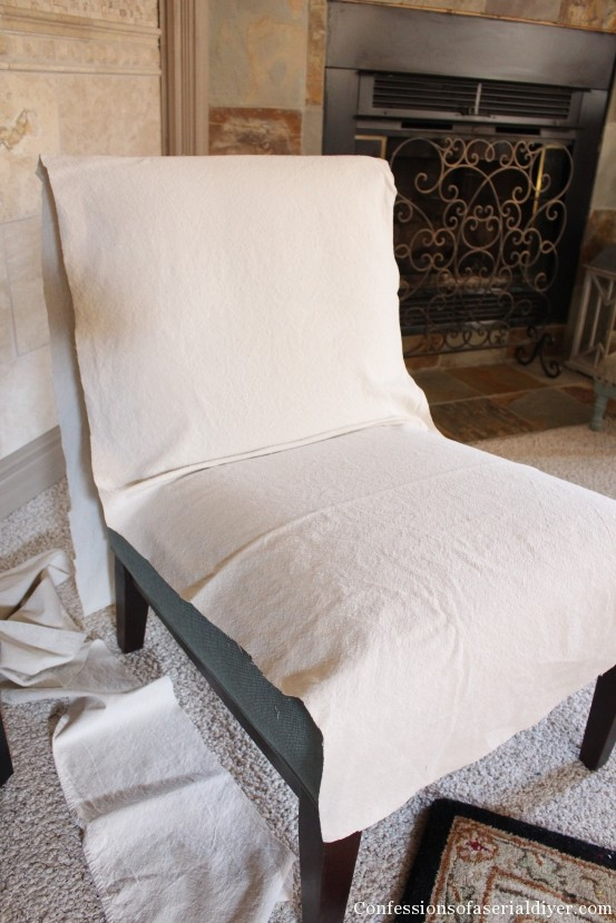 Attirant Slip Covering An Armless Accent Chair