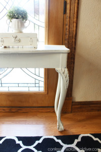 $10 Clawfoot Table Makeover {& I got a Booth, Ya'll!}