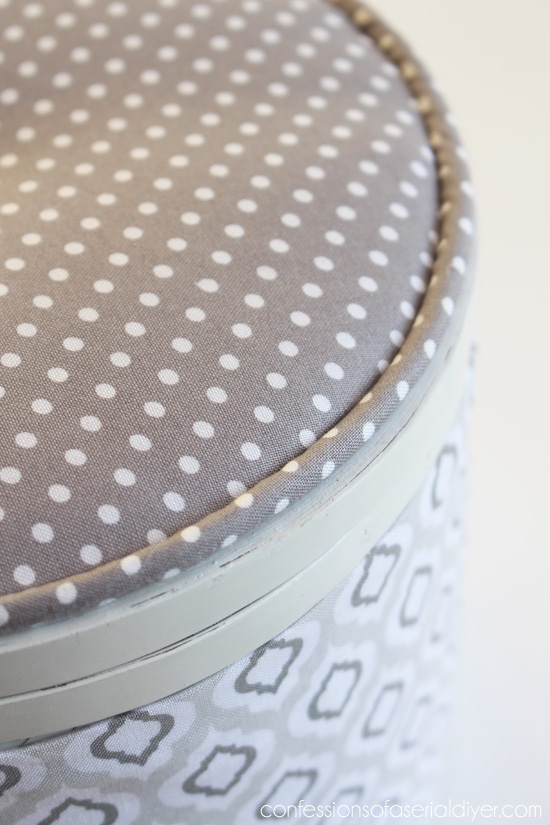 You can find my SEW and NO SEW tutorial for piping here.