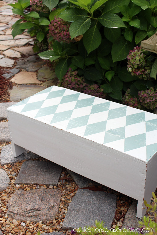Little bench built purely for function, made pretty/ Confessions of a Serial Do-it-Yourselfer