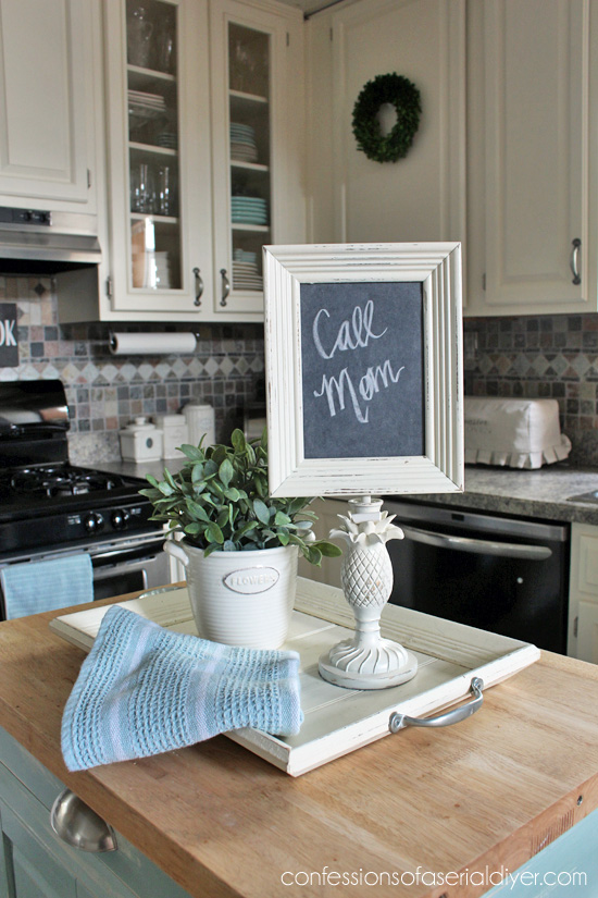 Turn a small lamp base into a perfect memo chalkboard.