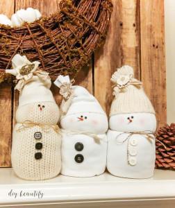 DIY Sweater Snowmen from DIY Beautify