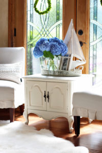 French Provincial End Table Makeover from Confessions of a Serial Do-it-Yourselfer