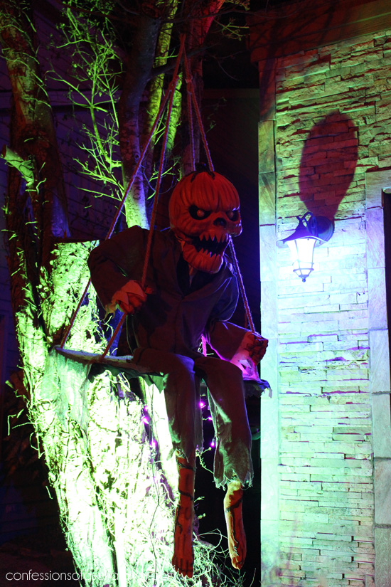 Outdoor Halloween Tour at Confessionsofaserialdiyer.com