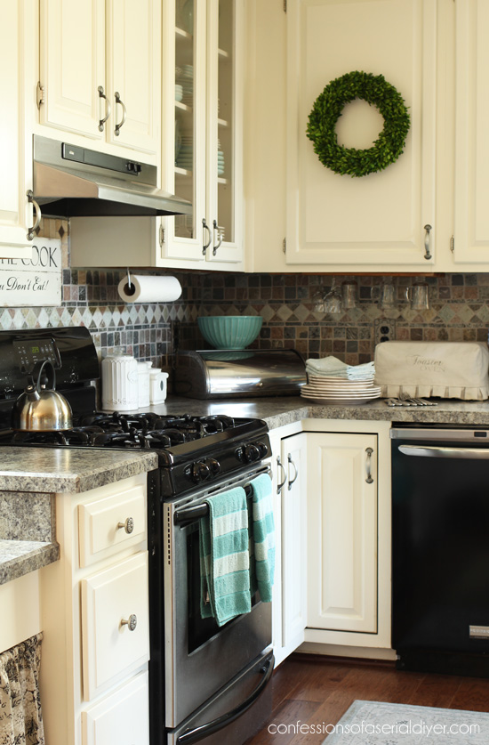 Painted kitchen cabinets: three years later