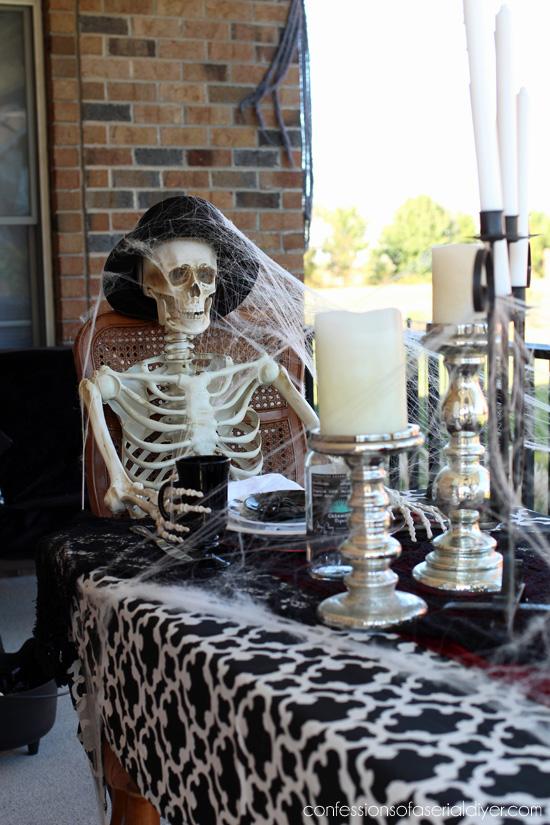 Outdoor Halloween Display 2017 confessionsofaserialdiyer.com