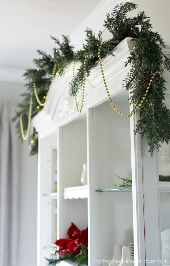 Christmas dining room from confessionsofaserialdiyer.com