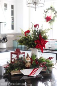 Christmas centerpiece from confessionsofaserialdiyer.com