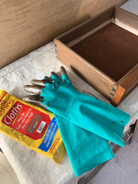 Minwax staining cloths are great for a quick stain.