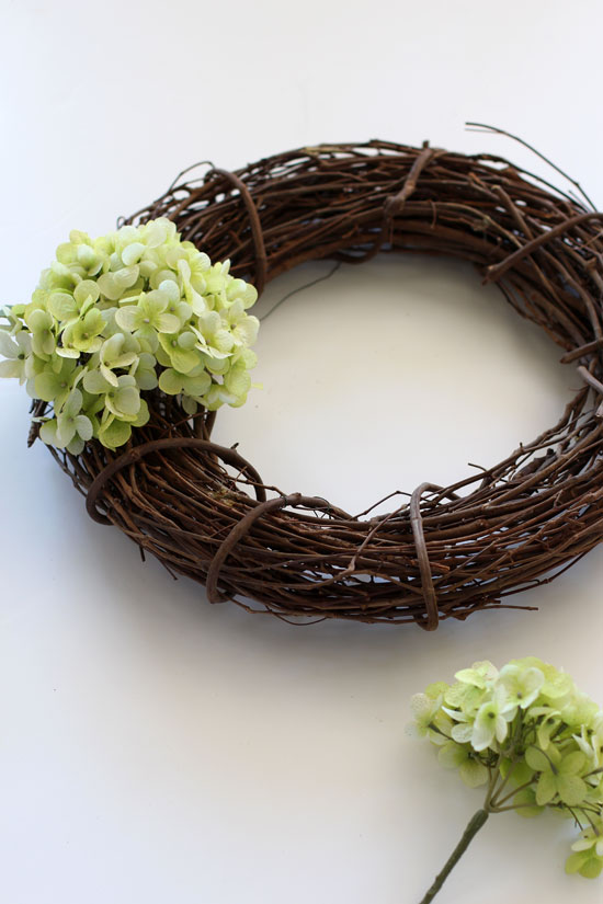 How to create a hydrangea wreath for Spring