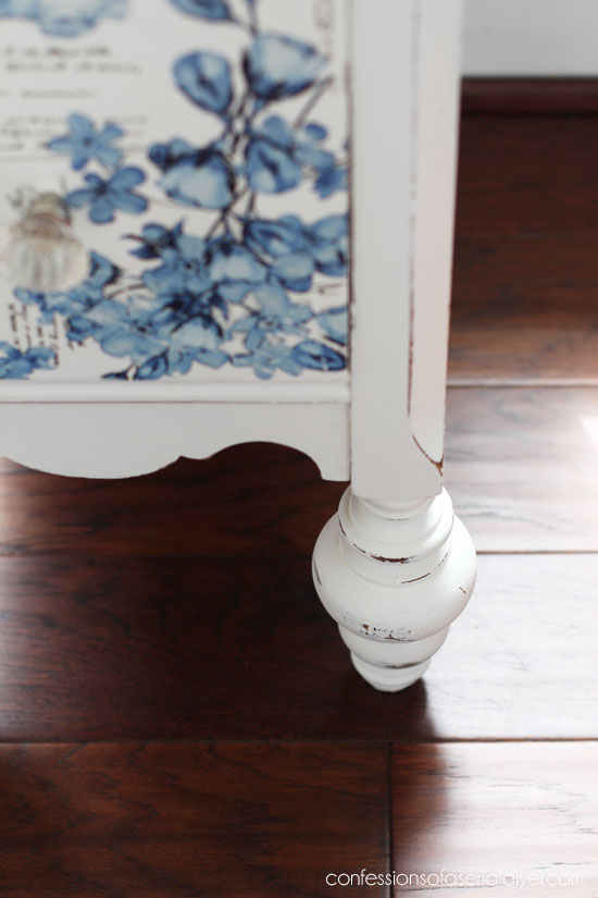 Desk with transfer from Prima Marketing in French Ceramics