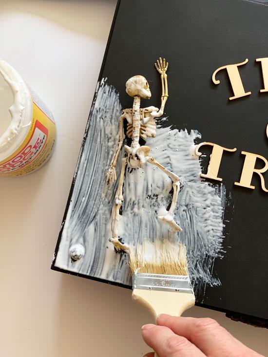 How to make a spooky halloween box